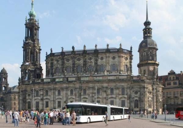 World's longest bus unveiled Dresden  | munichFOTO / Fraunhofer Institute for Transportation and Infrastructure Systems